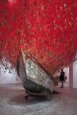 chiharu-shiota_the-key-in-the-hand-2015_1