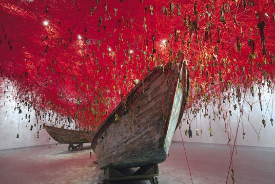 chiharu-shiota_the-key-in-the-hand-2015_2