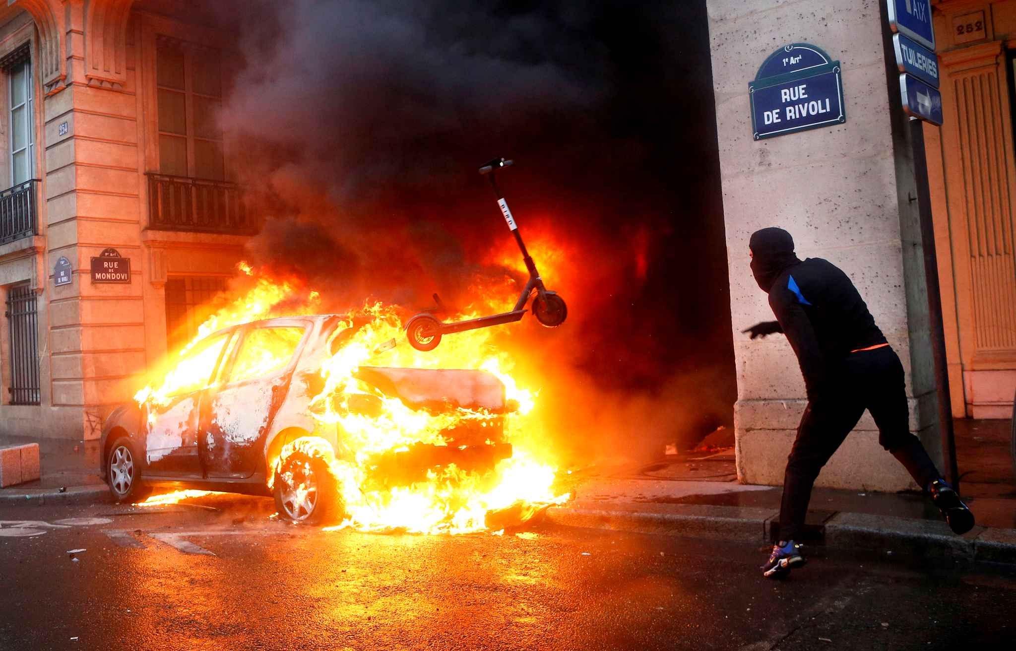 FOTO No 2_Los radicales en acción en pleno corazón de París